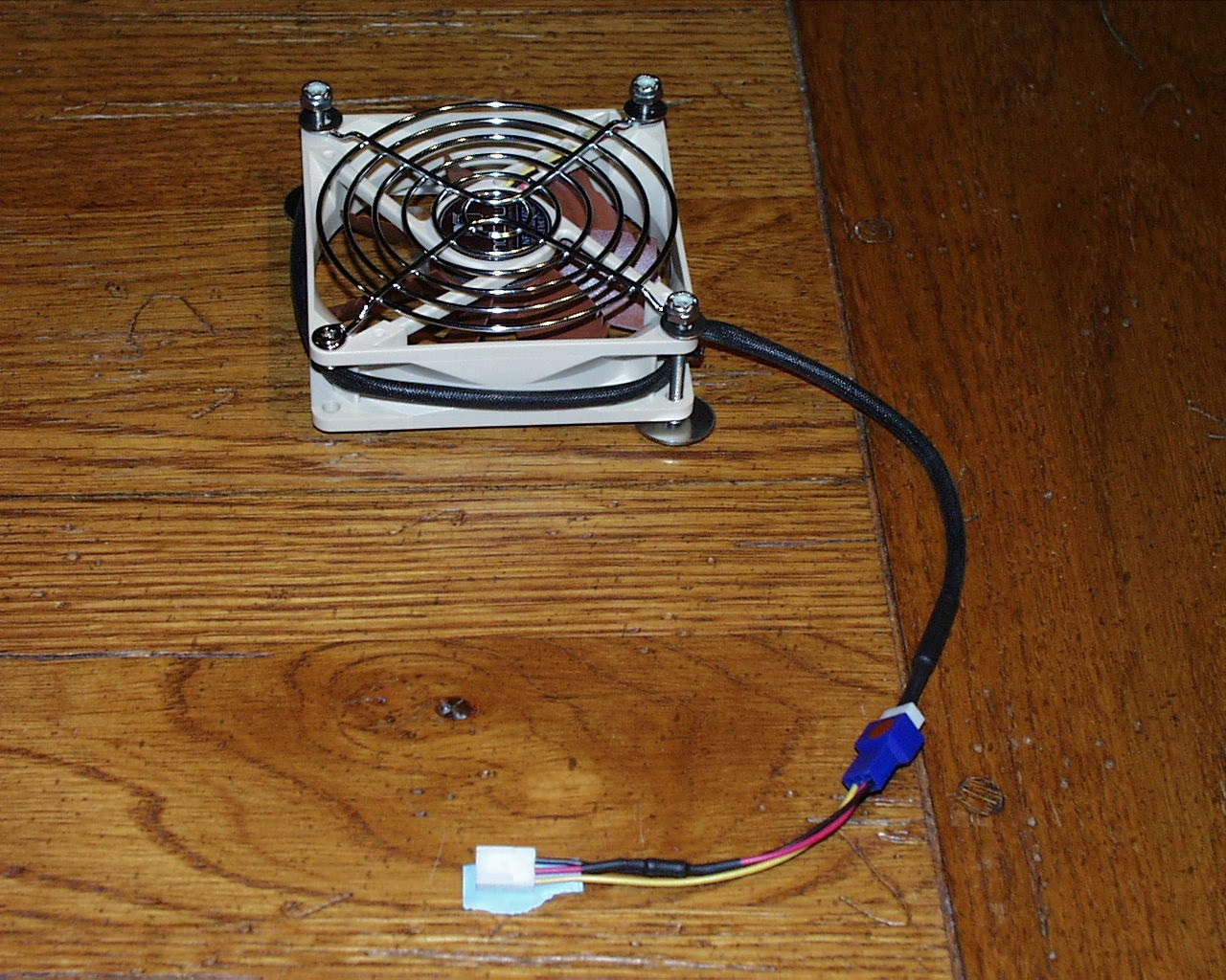 4 Ghetto 1 fan screw.jpg
