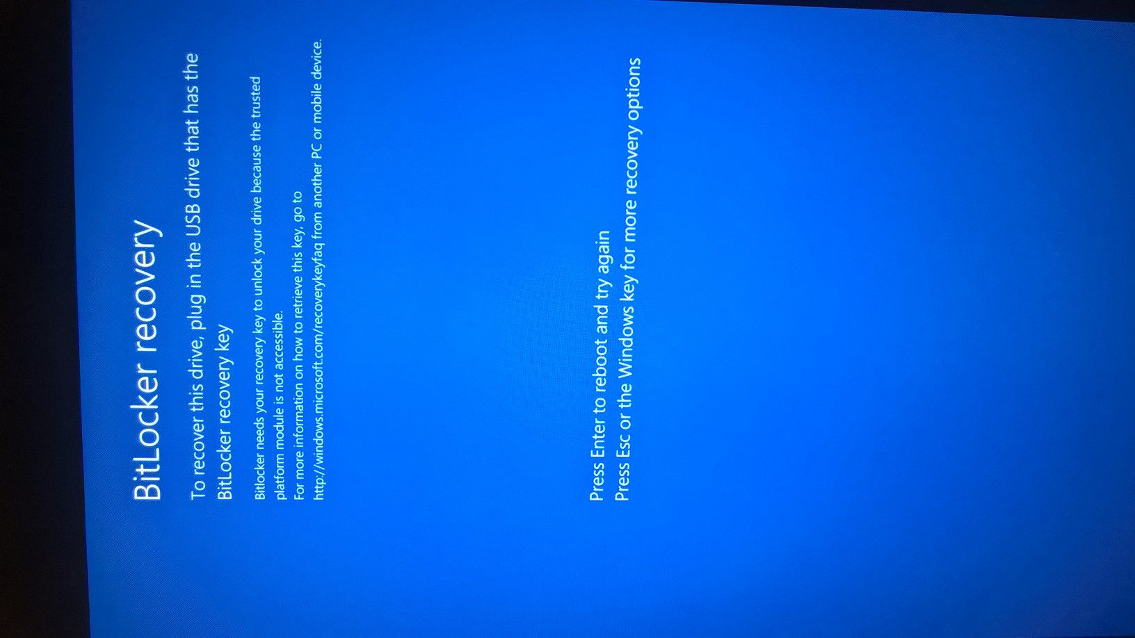 Bluescreen with BitLocker recovery page and no action possib