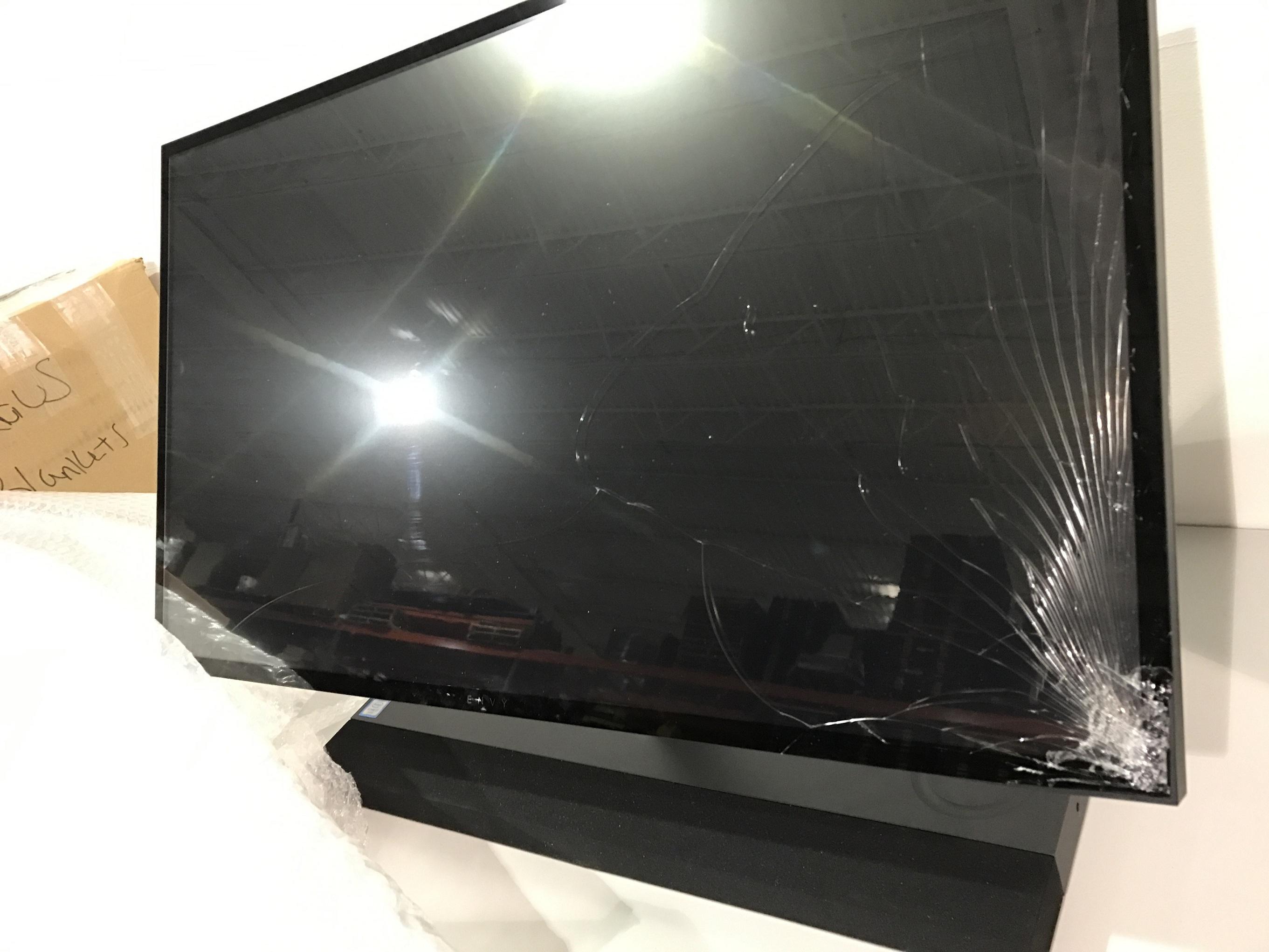 hp envy screen damage.jpg