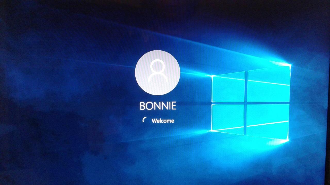 Windows 10 Welcome Screen.jpg