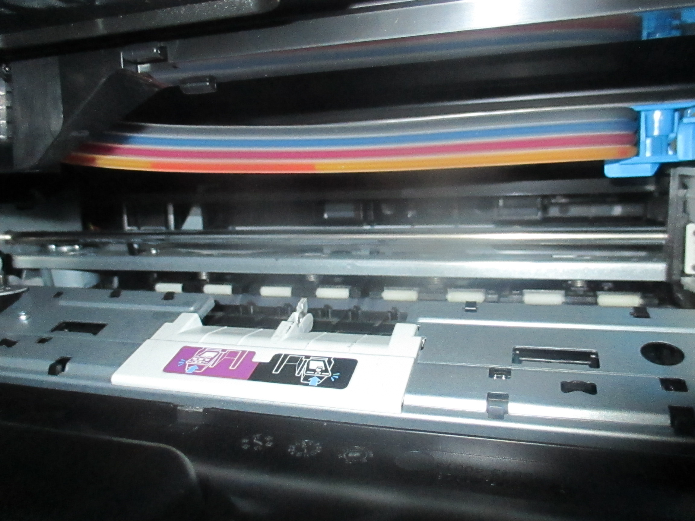 HP Deskjet GT 5820 only prints black and yellow  Magenta an