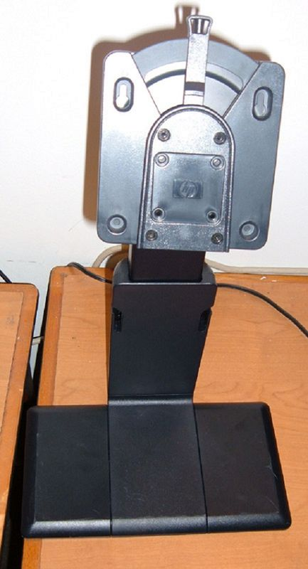 smaller LCD_Stand_HP_02.jpg